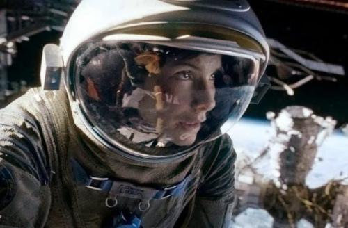 Box-office-US-du-20-octobre-Gravity-est-invincible-pas-comme-Carrie-Stallone-ou-Schwarzenegger_portrait_w532